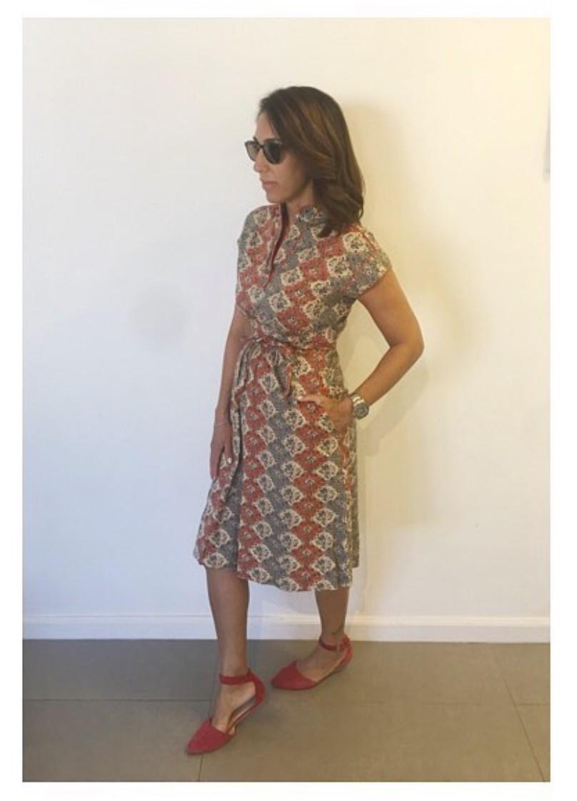שמלת וינטג' שנות ה-70 נתפרה בעבודת יד