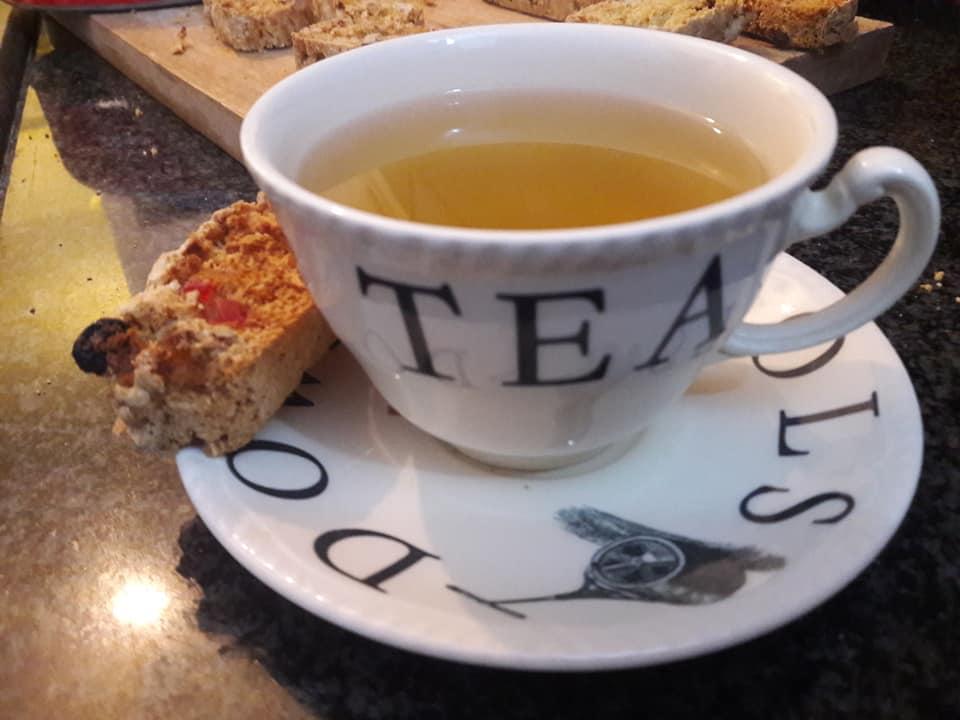 תה וביסקוטי