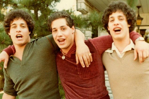 שלושה זרים זהים צילום יחצ