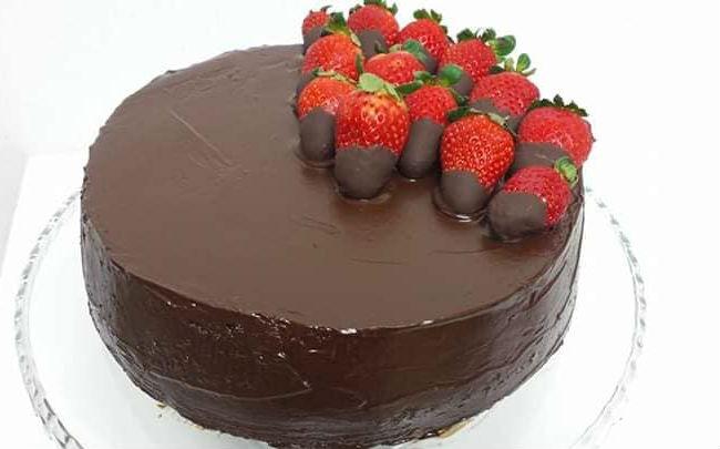 עוגת תותים ושוקולד  (צילום: לבנה רוסטי)