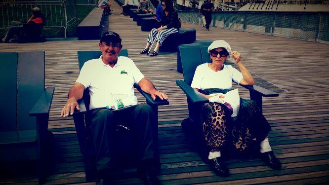 אבא ואמא ברגעי חסד של שקט ברציף של ניו יורק קרדיט: אוסף פרטי