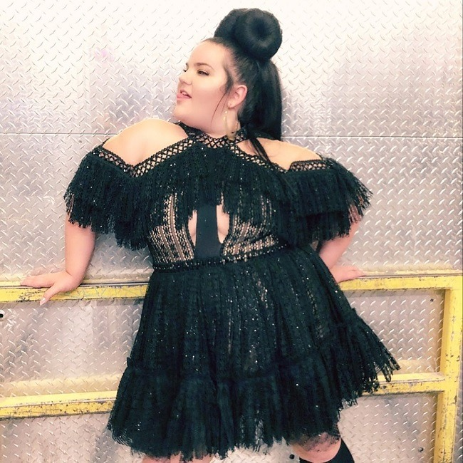 נטע ברזילי בהופעה בשמלה של דרור קונטנטו צילום יחצ
