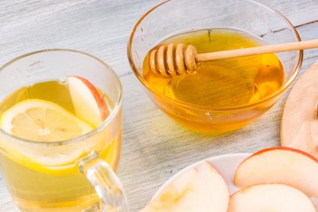 תה עם דבש ג'ינג'ר ולימון, טעים ומקל על הקול (צילום: שאטרסטוק  Ostranitsa Stanislav)