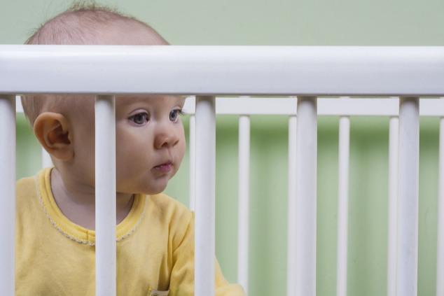 תינוקות נטושים נשלחים למשפחות אומנה ולאימוץ (צילום: שאטרסטוק / Red pepper)