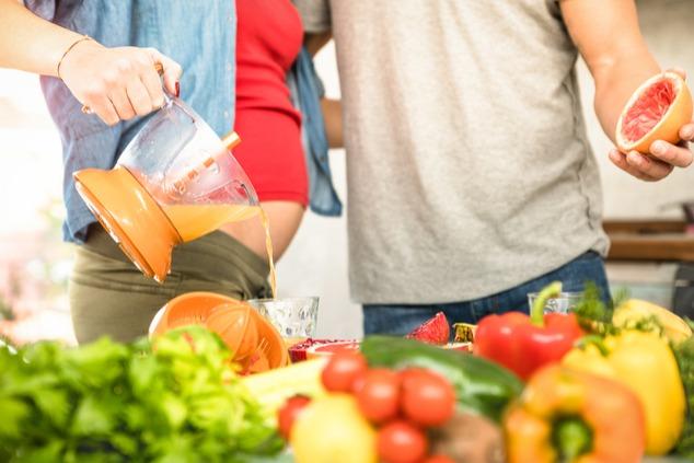 נסי להעדיף פירות, ירקות, יוגורט פרוביוטי, ודגנים מלאים (שאטרסטוק / View Apart)