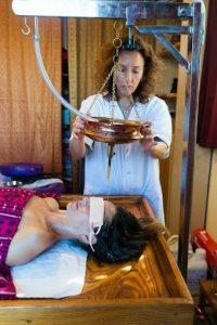 שירודהרה - לטפל בנפש דרך הגוף