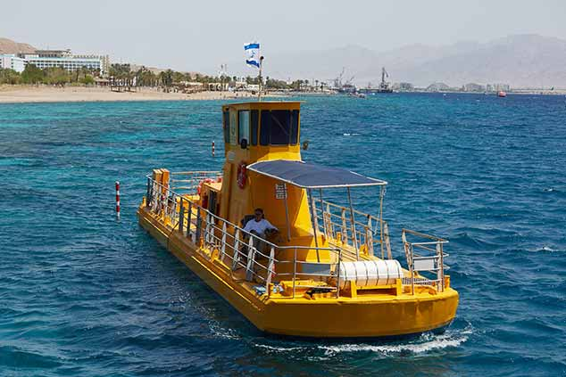 שיט בספינה קורל 2000 במפרץ אילת