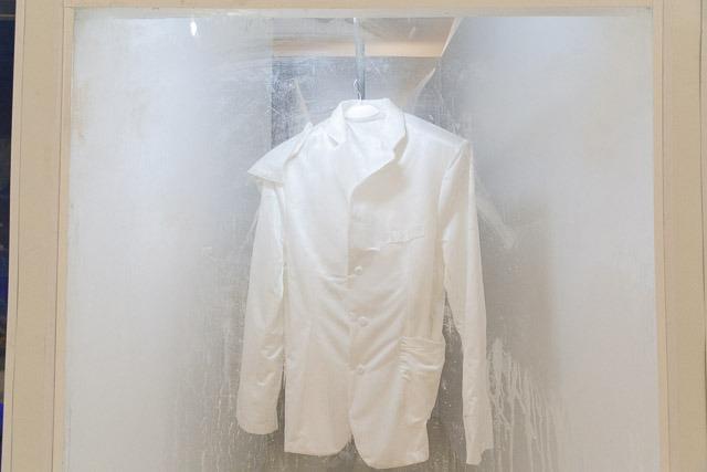 חליפות ענק של איתן בן משה. צילום: ענבל כהן חמו