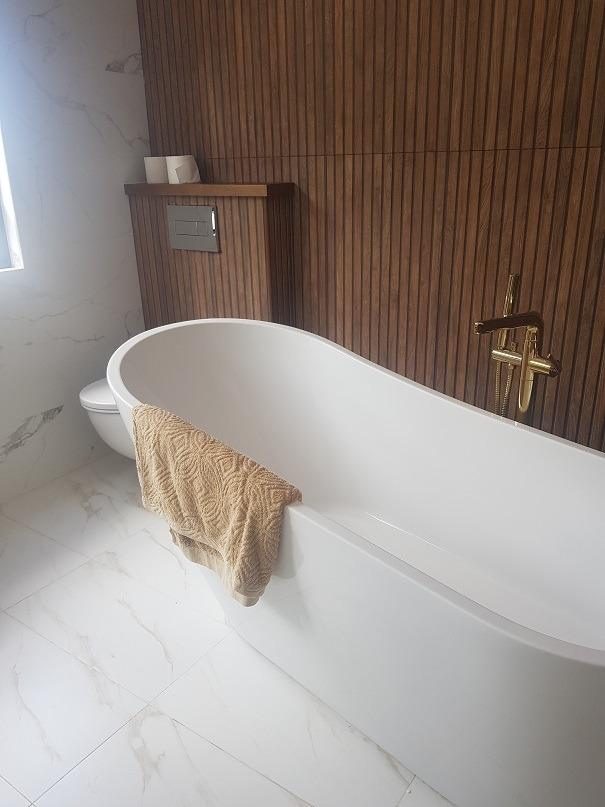 חדר אמבטיה מפנק צילום עצמי