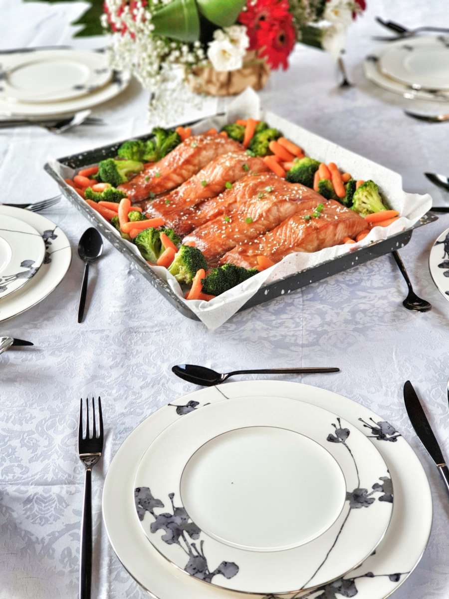 סלמון בתנור אפוי במיסו וג'ינג'ר צילום: פני רבינוביץ