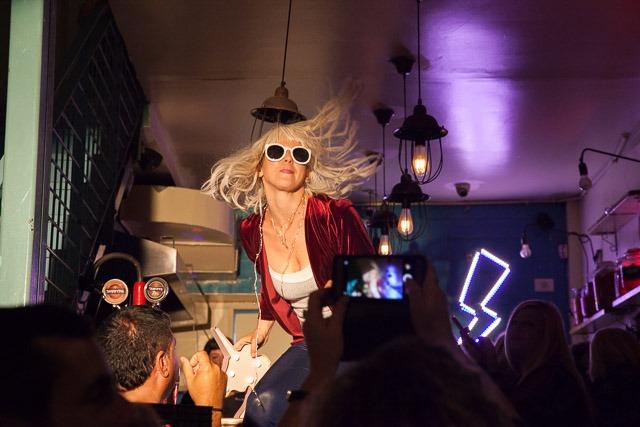 דיני קסורלה במופע FOOLON. צילום: ענבל כהן חמו