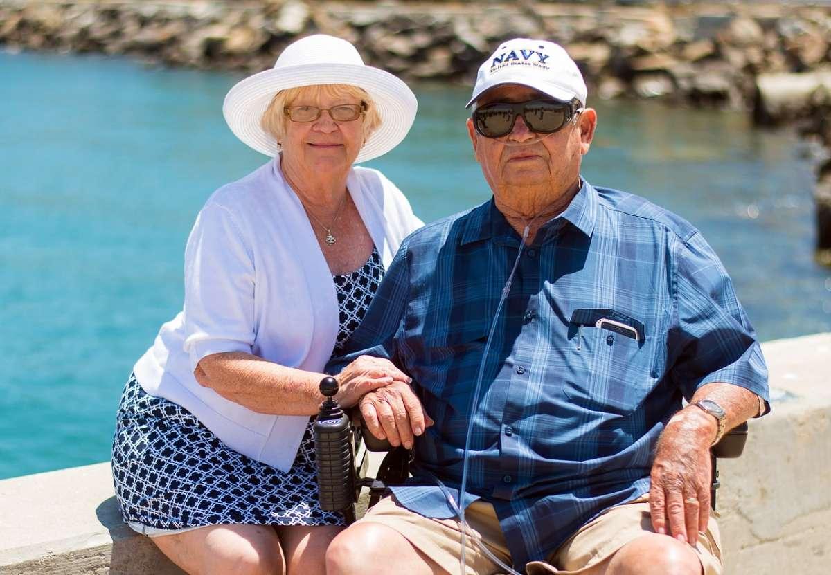 גבר ואישה בגיל פרישה