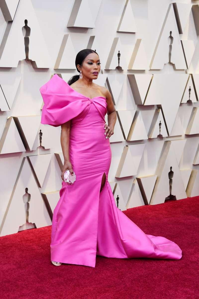 Angela Bassett in Reem Acra Oscar 2019