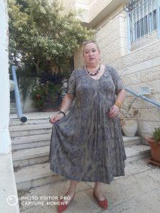 שמלה: נועה רובין נעליים: רונן חן שרשרת: שוק הפישפשים (מתנה)