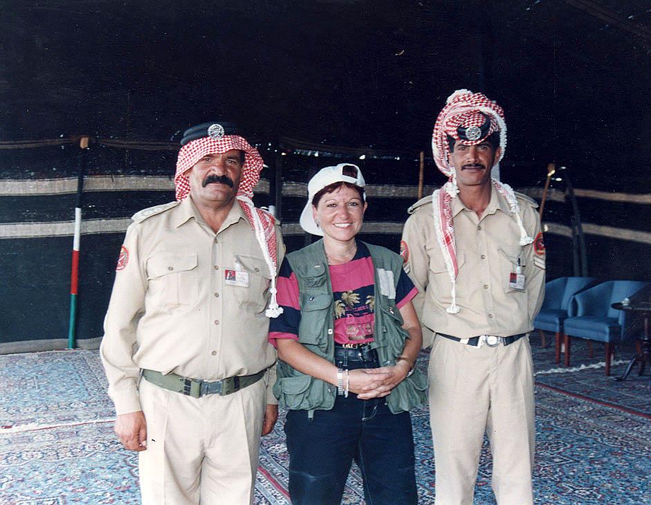 עם חיילים ירדנים