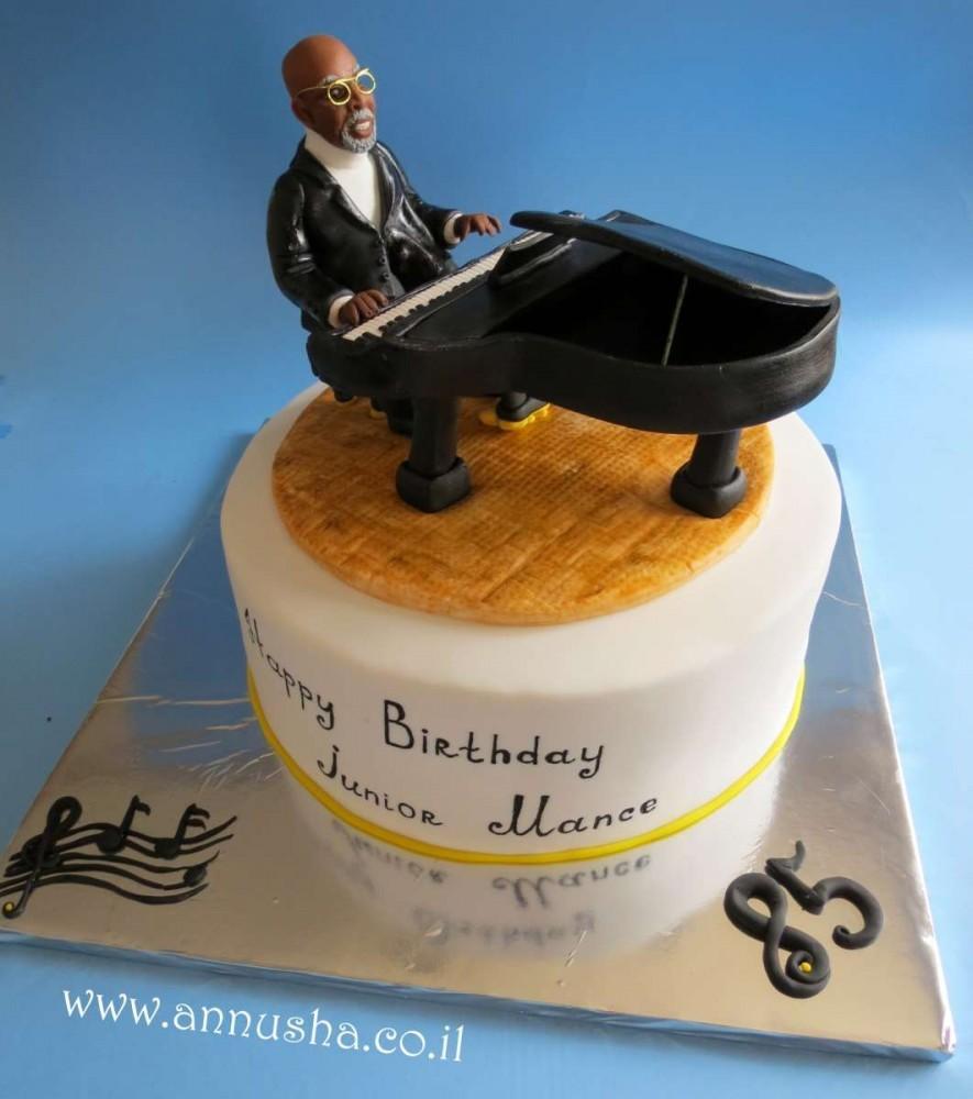 עוגה מעוצבת לכבוד יום הולדת 85 של ג'וניור מאנס. צילום: אנה מינביץ