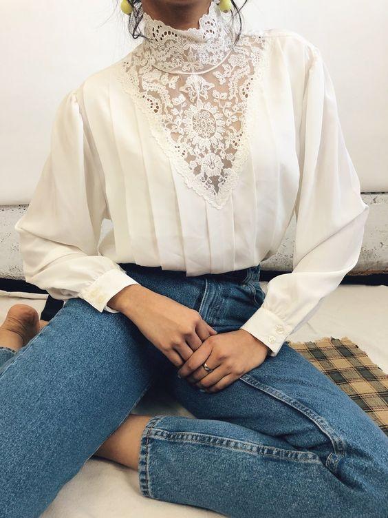 חולצת וינטג' משולבת עם מכנסי  ג'ינס (התמונה להמחשה בלבד - מתוך פינטרסט)