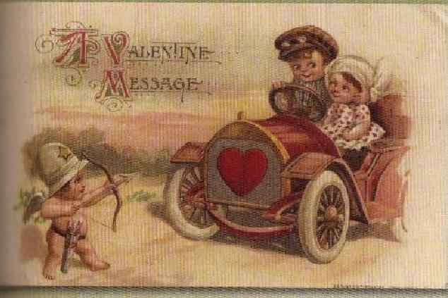 """קופידון מופיע כשוטר בגלויית דואר בארה""""ב משנת 1914. מתוך הספר The golden age of postcards,2008."""