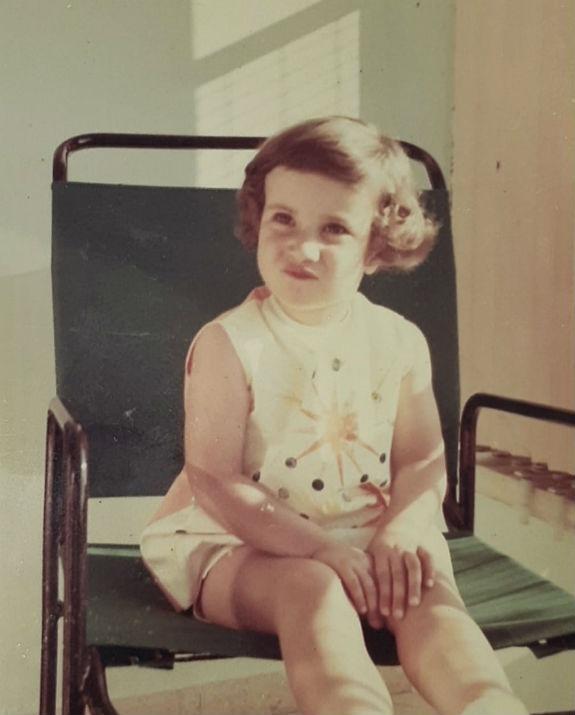 אדווה ליזר בילדותה צילום  פרטי