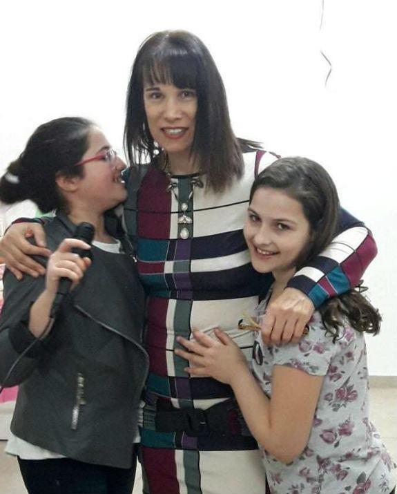 אדווה ליזר עם שתי בנותיה צילום פרטי_575