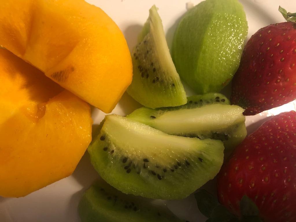 5 + 5 זה פה ‼️ כל מה שיגרום לכם להרגיש בריאים חזקים ואנרגטים, איך מתחילים את היום, מה הם הרגלי האכילה הנכונים שיעצימו את היכולות שלכם.. איך גרמתי לגוף שלי לאזן את עצמו מעצמו ולשמור על משקל נכון בלי דיאטות ואיך שומרים על גוף רזה וגמיש לאורך זמן. 5 ימים + 5 ימים של הנאה וקלילות ..