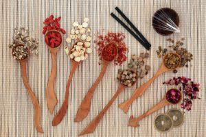 צמחים רפואיים ודיקור סיני להפסקת עישון
