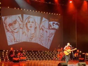 לירון לב בביצוע לשיר קפה אצל ברטה במחווה לנשמות הטהורות. צילום: מיכל ליבר-רונן