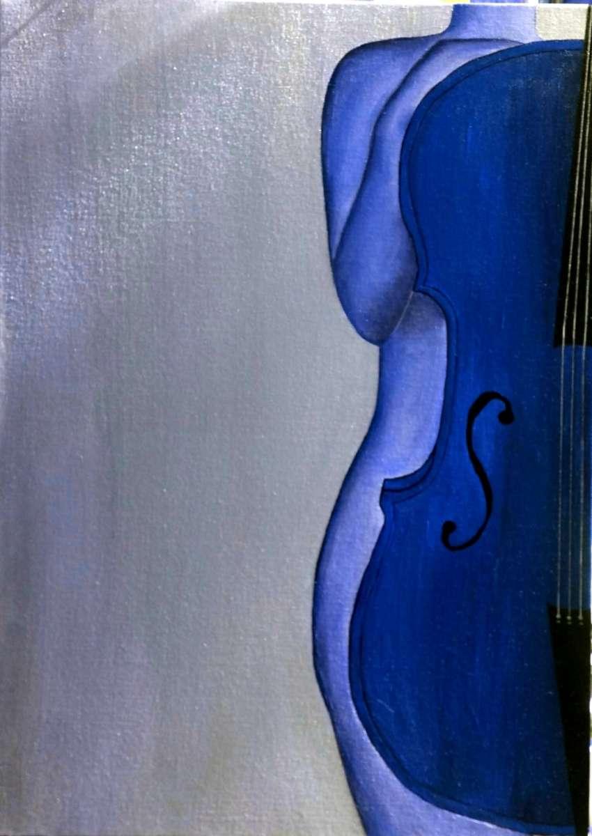 אישה בכחול