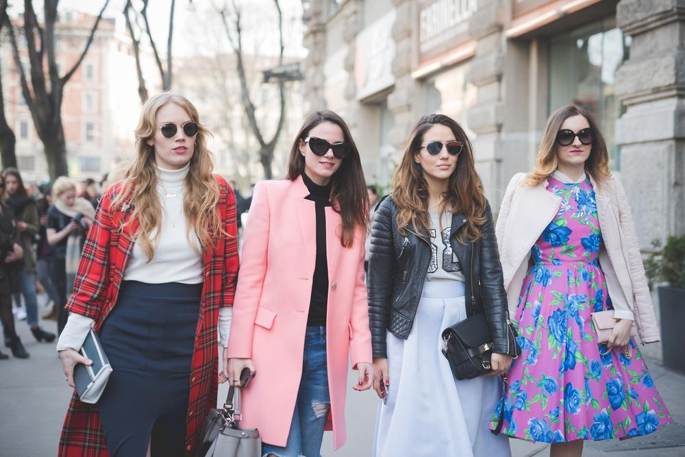   פשיוניסטות בדרך לתצוגה בשבוע האופנה, במילאנו   תצלום: Shutterstock  