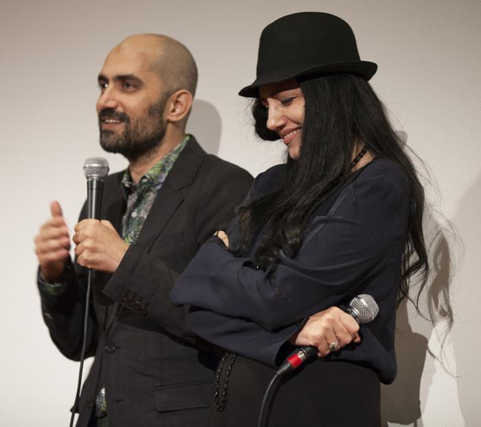   עם אחיה שלומי אלקבץ בבכורת 'גט' בהולנד   כובע   התמונה: Shutterstock  