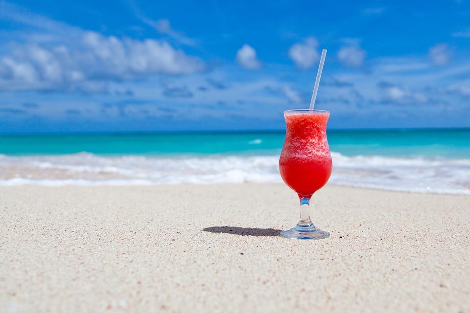 על החוף, מול הים, היום בו ידעתי שאני עוזבת את העבודה.