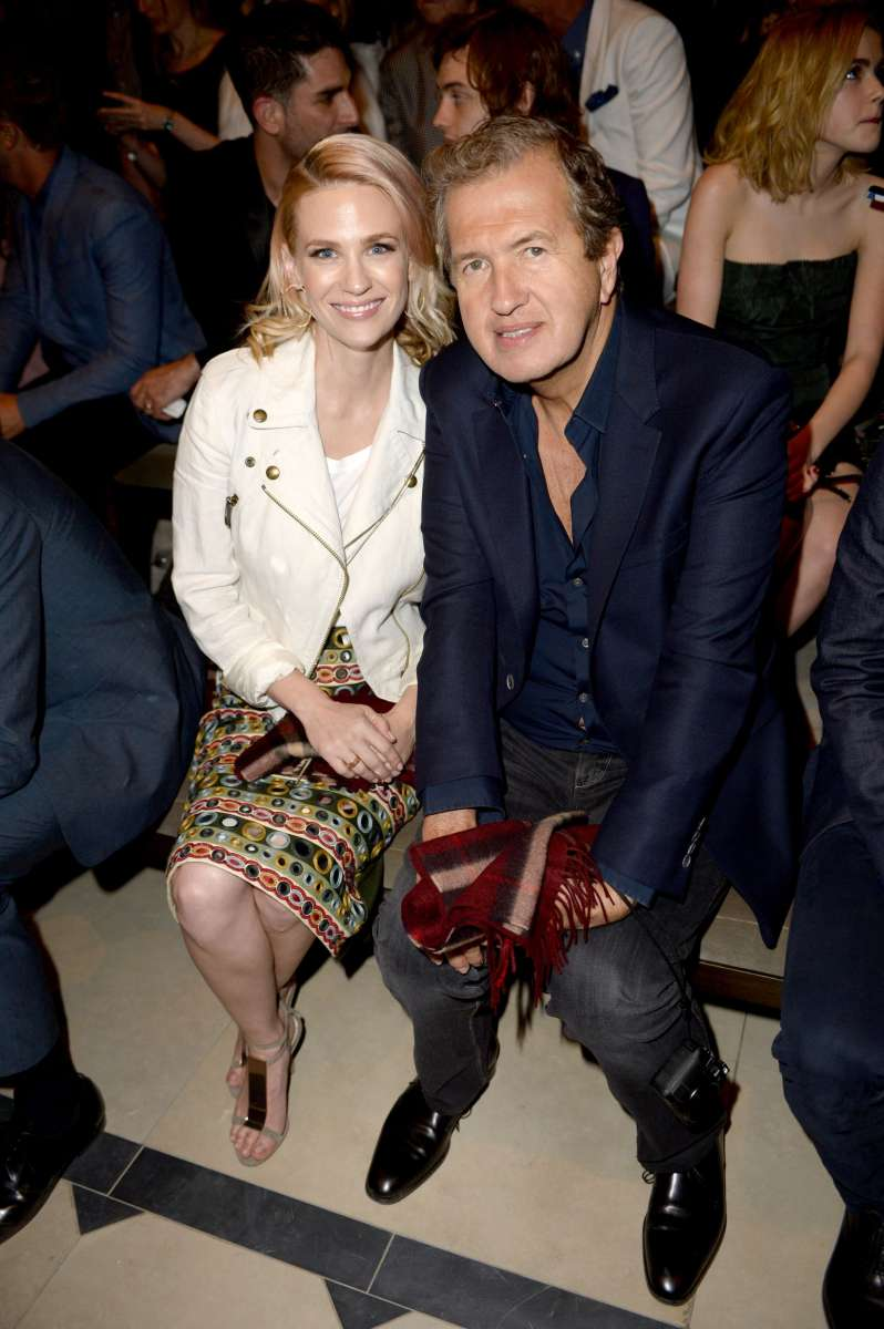 resized_January Jones and Mario Testino on the front row at the Burberry _London In Los Angeles_ event.