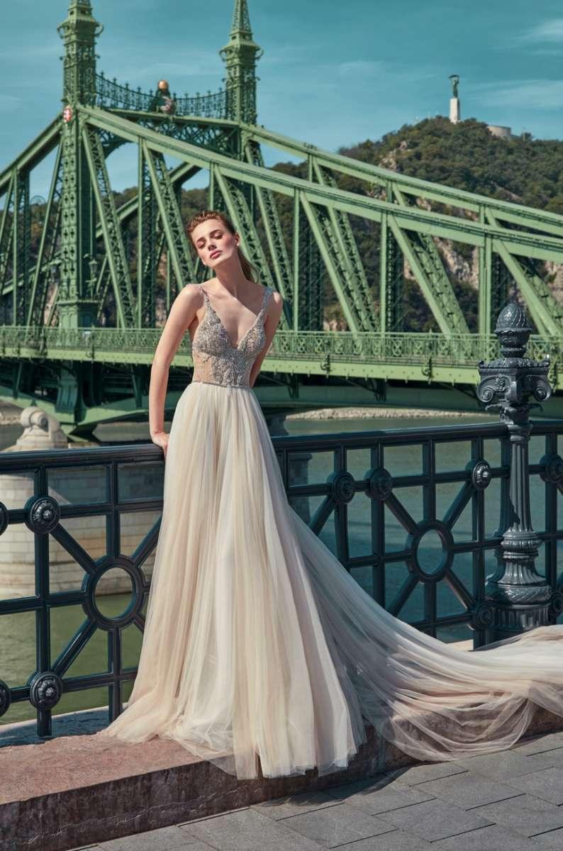 גליה להב 22,000שח קנייה, 13,000שח השכרה צילום  גרג סוואלס Luxury Ready to GALA  Wear Bridal Collection  (16)