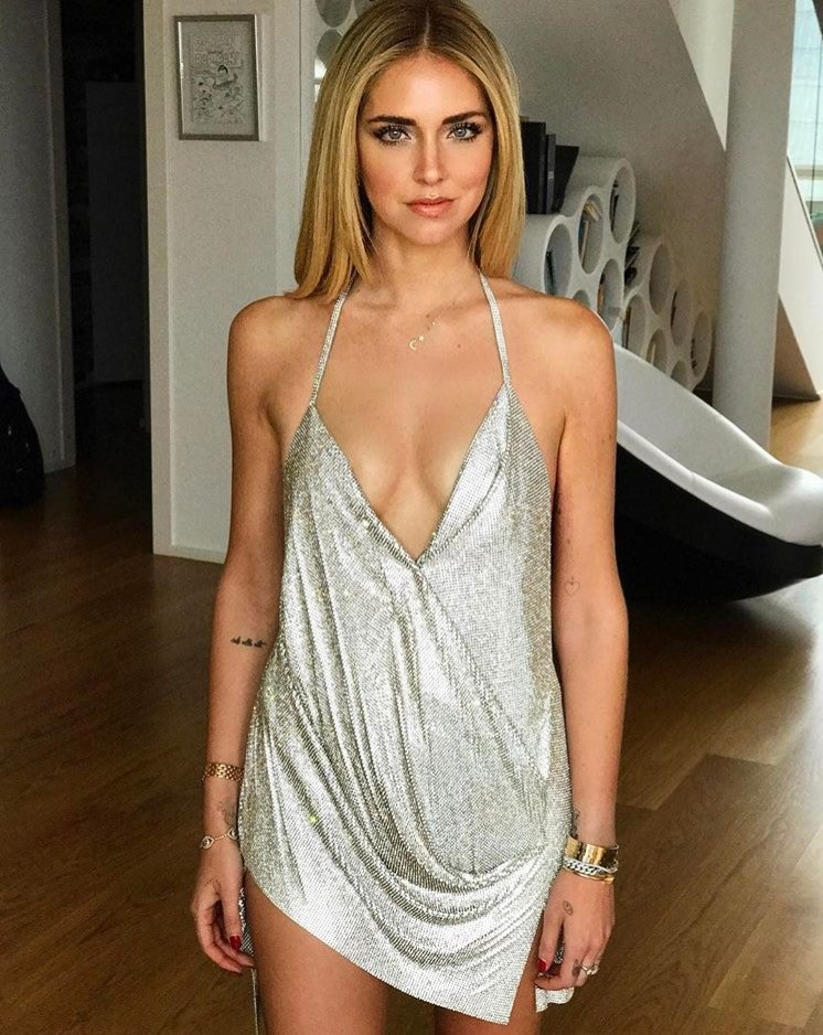 Chiara wearing Meira T star&moon neckless צילום אינסטגרם  (1)