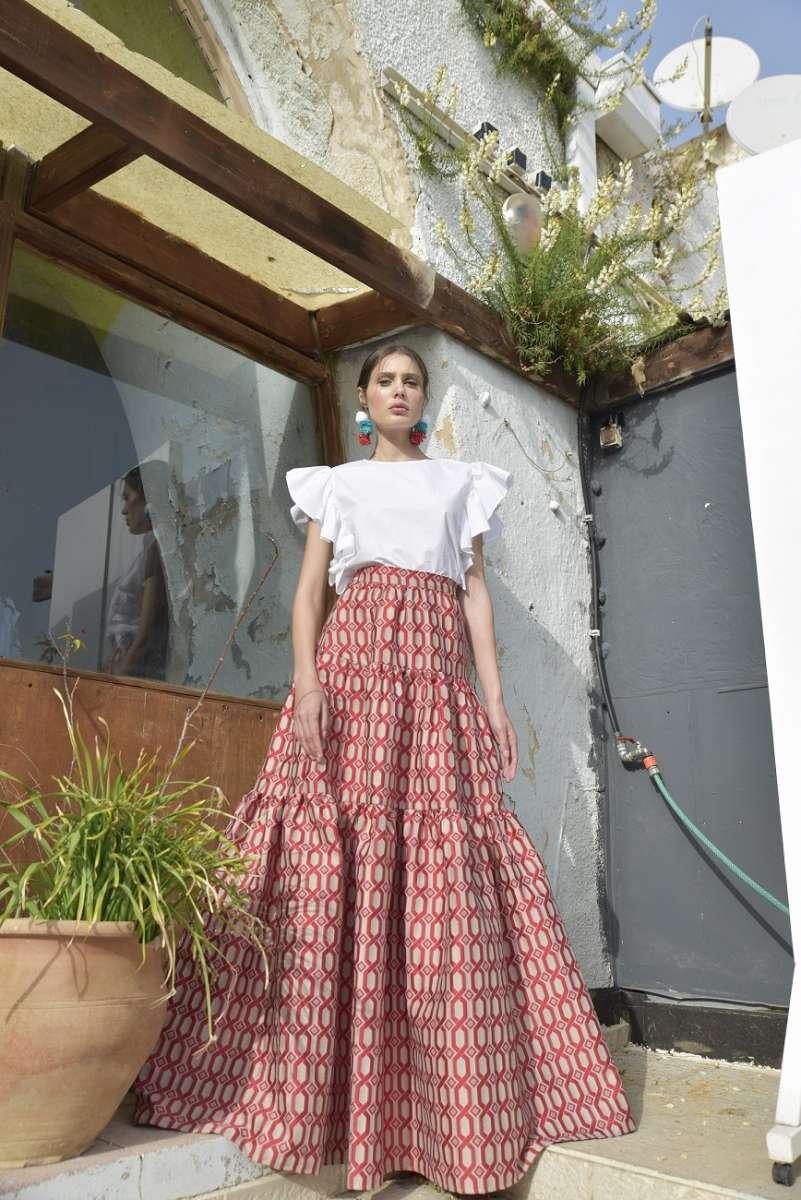 דנה סידי חצאית פורטו 720 שח, חולצת ריקו 420 שח צילום אביב אברמוב