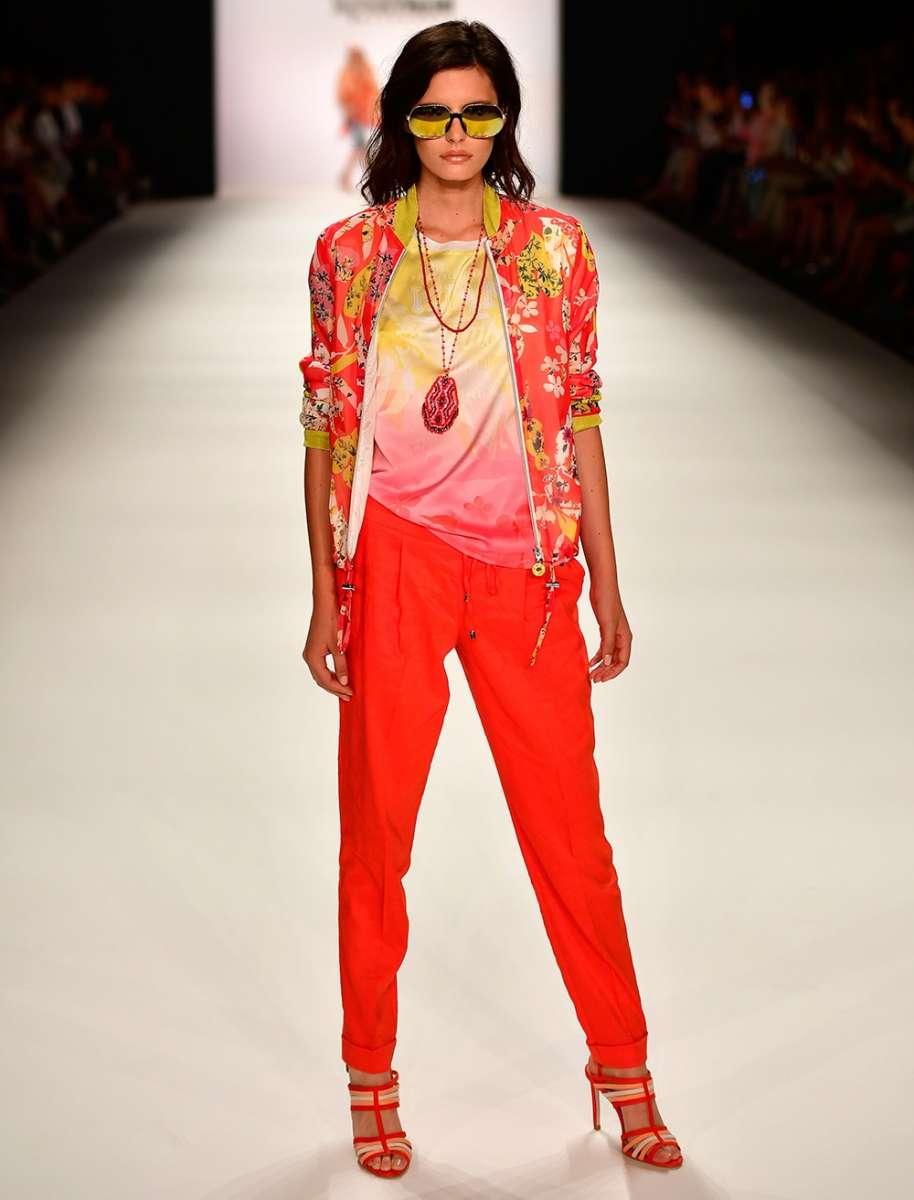 SPORTALM למילוס עליונית פרחונית 1200שח מכנסיים אדומים משי 1400שח צילום יחצ חול