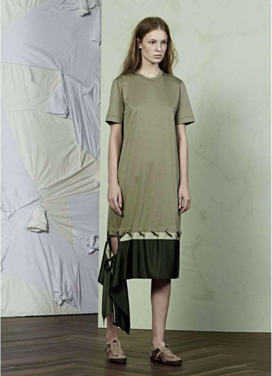 המותג JNBY לבוטיק INN7 שמלה ירוק חאקי וזית 1500שח צילום יחצ חול