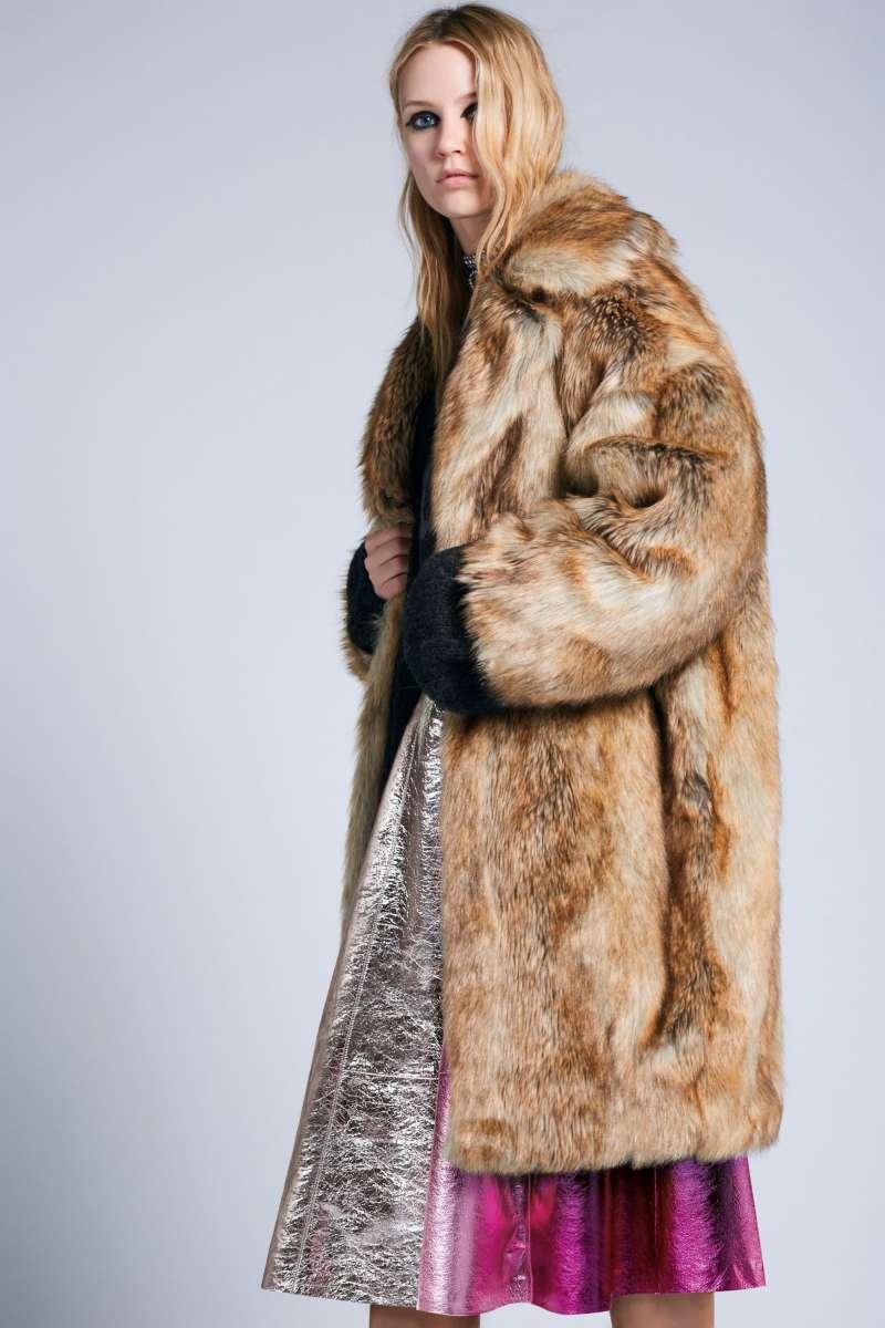דיזל מעיל פרווה מלאכותית 2400שח, חצאית 2900שח צילום קמילה סימון להשיג בחנויות המותג