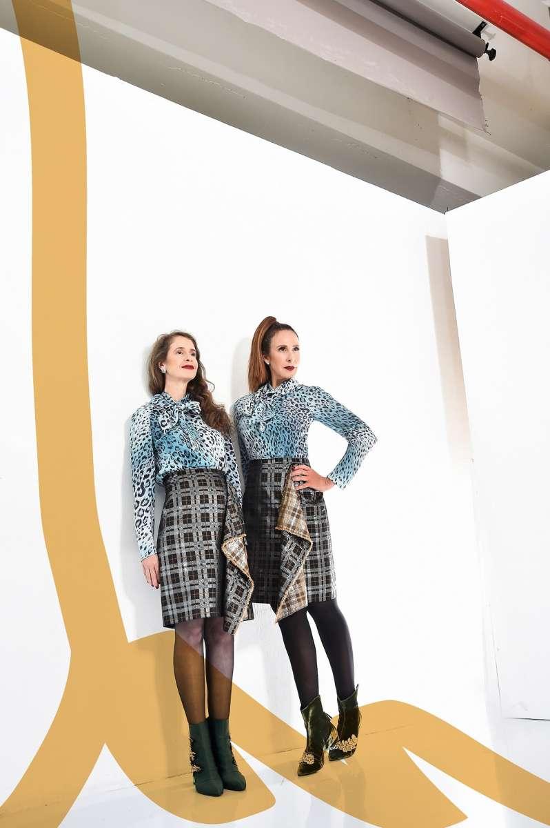 קולקציית הקפסולה של לאה שנירר ואליאן סטולרו חולצה מנומרת תכלת 2200 שח חצאית 2200 שח צילום איתן טל