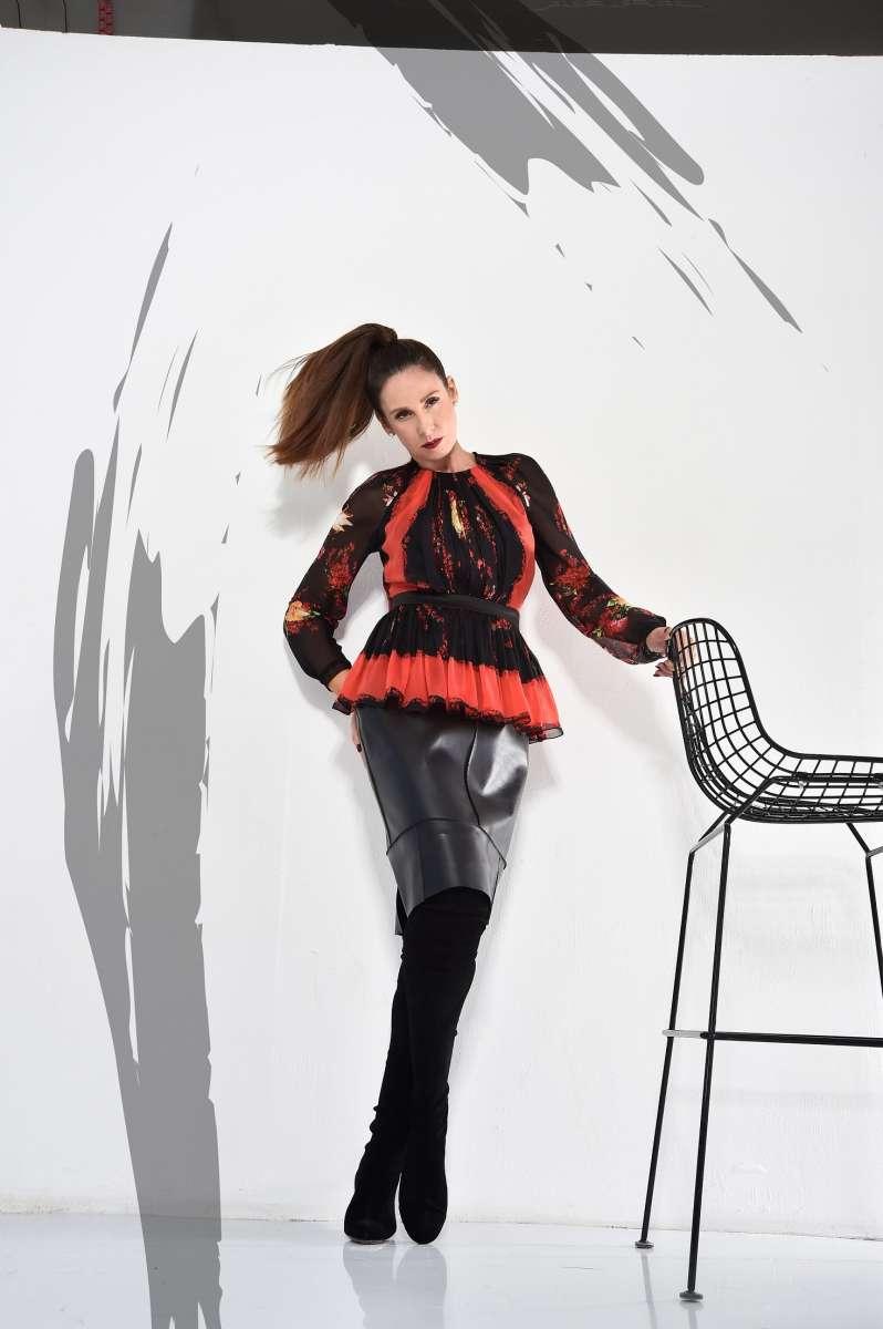 קולקציית הקפסולה של לאה שנירר ואליאן סטולרו  חולצה פרחונית 4450 שח חצאית עור 3400 שח צילום איתן טל