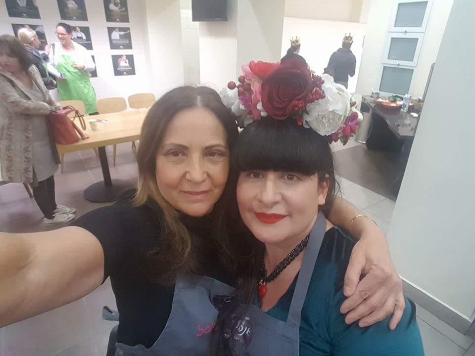 אתי כהן ואנה -הכרות במסגרת  סדנת הבישול של סלונה ודורות