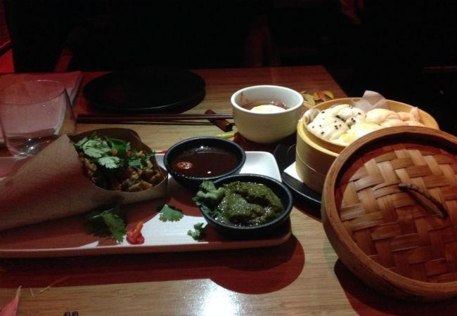 פאקורה ירקות ולחמניות מאודות בטאיזו. צילום: מורן קדוסי