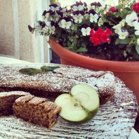 עוגת תפוחים כשרה לפסח. צילום: שני אייזנקוט