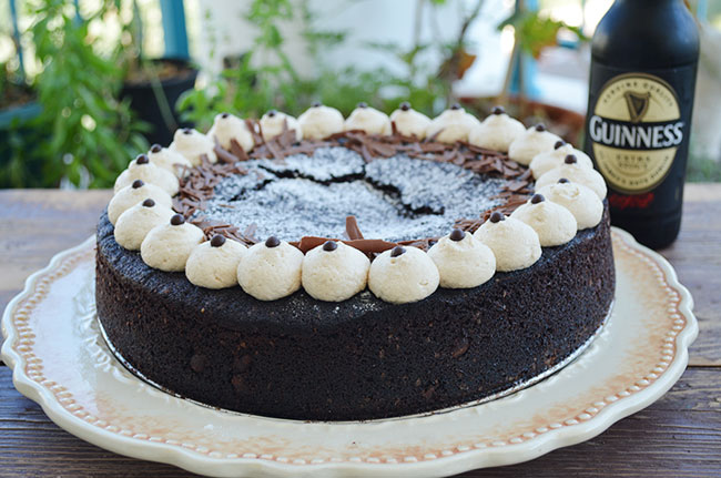 עוגת שוקולד ובירה. צילום: אלונה זוהר
