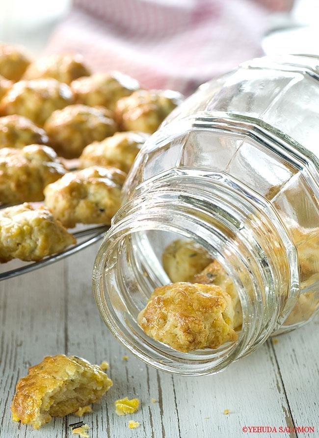 עוגיות גבינה וקורנפלקס של דנית סלומון. צילום: יהודה סלומון