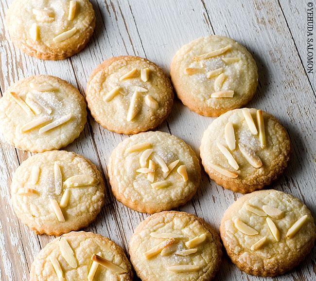 עוגיות שקדים מהבצק הכי קל שיש. צילום: יהודה סלומון