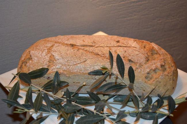 לחם זיתים ללא שאור של ניר צוק ו שי תשובה. צילום: יחצ