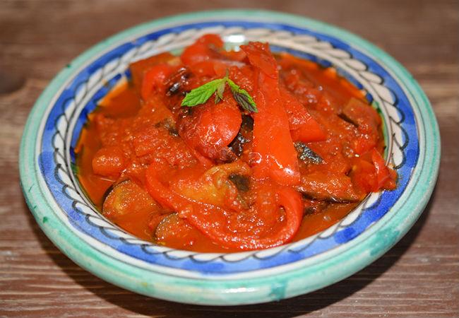 חצילים ועגבניות (צילום: אלונה זוהר)