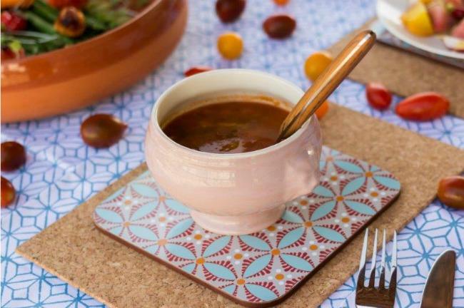 מרק שעועית אדומה של חנוך שכטר. צילום: מיכל בר נס