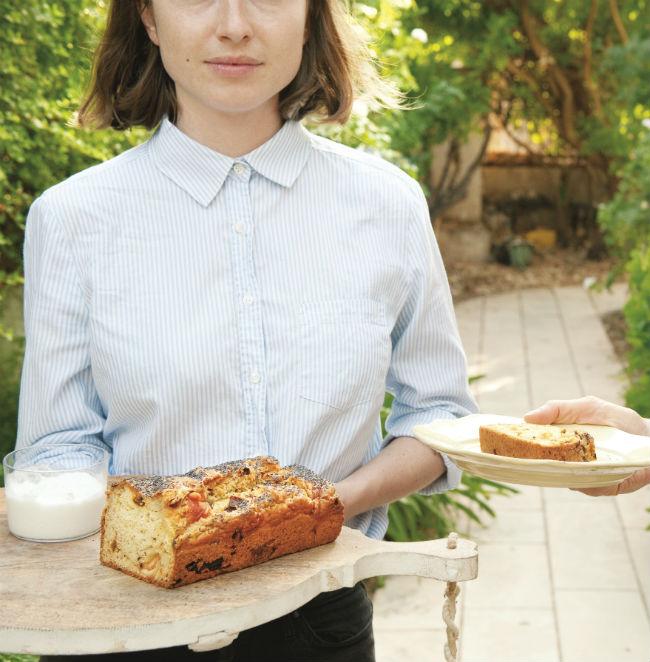 לחם בצל מטוגן וגבינת עזים. צילום: ארז בן-שחר